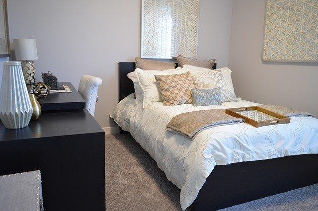 bedroom-1078890_640